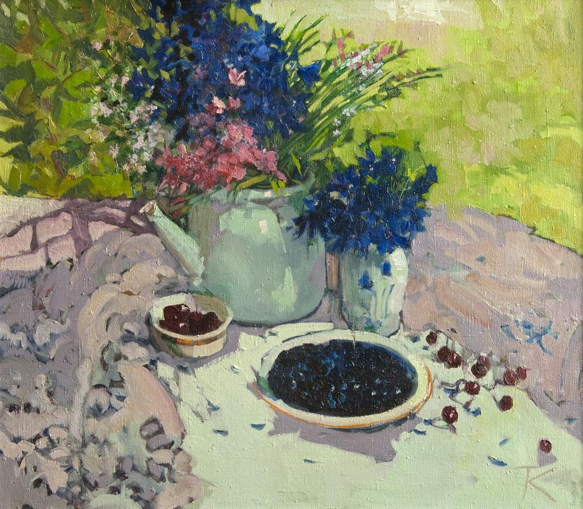 Синие цветы и черника